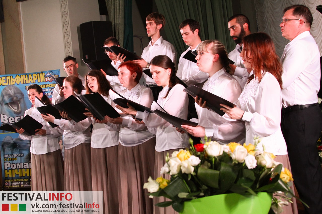 Youth choir at Svyatotihvinsky women's monastery, Dnepropetrovsk